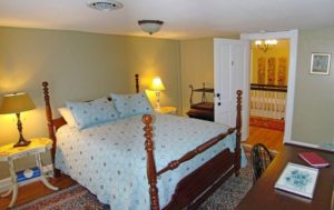 The Red Lantern Inn - Queen Bedroom 2nd floor center