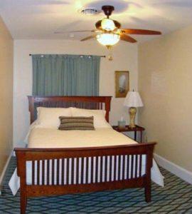 The Red Lantern Inn - Queen Bedroom Main Floor