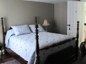 The Red Lantern Inn Clifton Forge Virginia bedroom