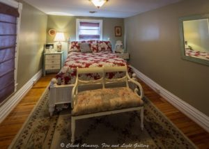 The Red Lantern Inn | Queen Bedroom